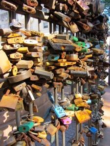 Monetvideo love locks